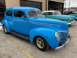 1939 Ford Deluxe 2 Door Sedan - Street Rod