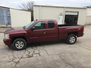 2008 Chevrolet Silverado Z-71 4 x 4 Pick up Truck