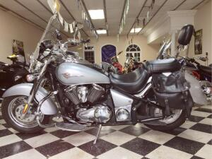 2006 Kawasaki Vulcan VN900 with accessories