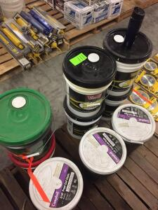 "Pallet - Super ""S"" Hydraulic oil AW68, gear oil, coil chain"