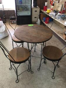 Decorative table with (4) Chairs
