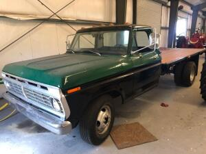 1974 Ford F350 Flatbed Truck