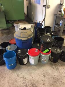Floor Lot - Buckets and trash cans with contents - NOTE: MOST BUCKETS ARE EMPTY!!