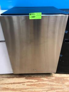 Outdoor Stainless Steel Frdige Summit (USED/Great condition) 34 X 23 X 15.75