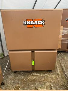 Knaack Rolling Upright Work Box