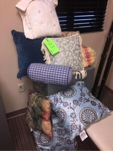 (9) Decorative Pillows