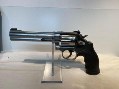 Smith & Wesson 617-6 22LR Revolver