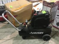 Husky 8 Gallon Air Compressor 135PSI