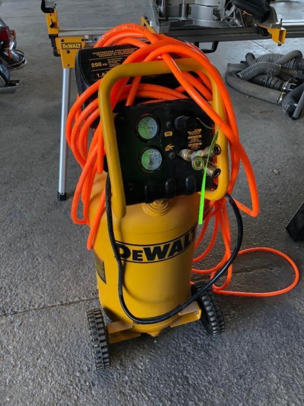 Dewalt D55168 200psi 15 Gallon Air Compressor